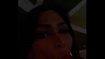 bella y spectacular transexual venezolana  mamando un.