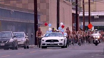ciclitas peladotilde_es pelas ruas da cidade eacute_ a.