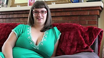 betty frigs her furry vag