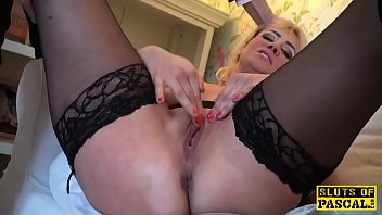 throatfucked english bird finger-kittling herself