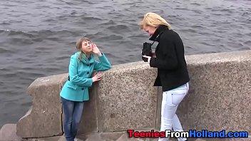 teeny girl/girl finger-kittled