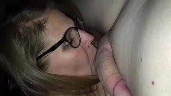 Amateur mature cougar orally pleasing young man - Sluttymilfs.net