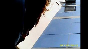 bajo la falda - 050506 gringa microfalda culona.