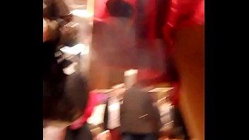 bajo falda roja