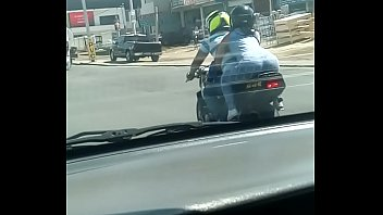 culona en la calle